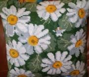 Вышивка ромашка подушка